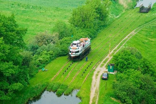На корабле по траве - весеннее предложение